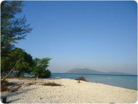 Sensasi Berwisata di Pulau Pribadi di Taman Nasional Karimunjawa, Jepara