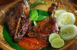 "Ayam Dan Bebek Goreng ""Sari Rasa"" (Pak Thori)"